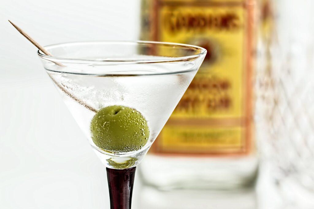 cocktail, martini, gin-995574.jpg